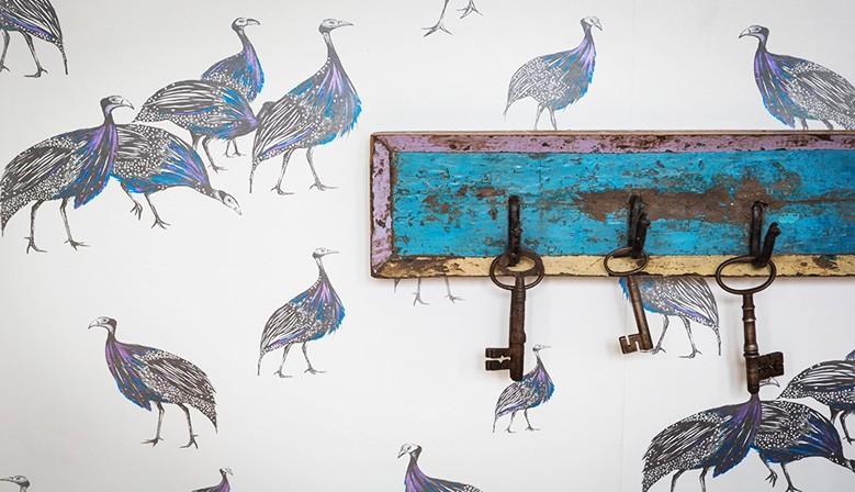 Tkaniny oraz tapety pochodzące z własnoręcznych rysunków Juliet Travers